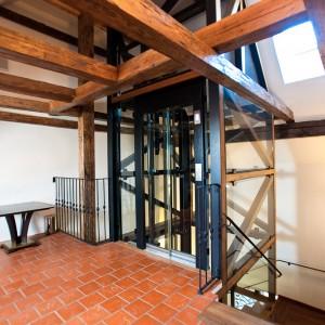 Prosklené výtahy na zámku Valeč