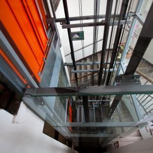 Konstrukce a šachta panoramatického výtahu v centru Třebíče