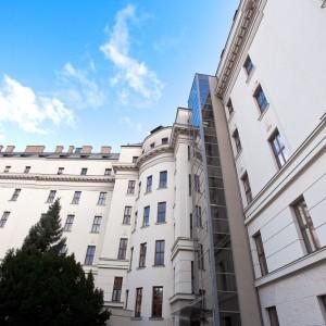 49/5000 Měli jste na mysli: Panoramatický výtah v Brně na Mendelově univerzitě Panoramatický výťah v Brne na Mendlová univerzite