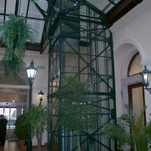 Konstrukce moderního trakčního výtahu v Hotelu Rott v Praze od VÝTAHY, s.r.o.