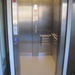 Bezbariérový výtah pro invalidy v zdravotním středisku Medikus v Křižanově na Vysočině