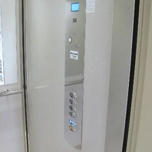 Rekonstrukce hydraulického výtahu v bytovém domě v Brně